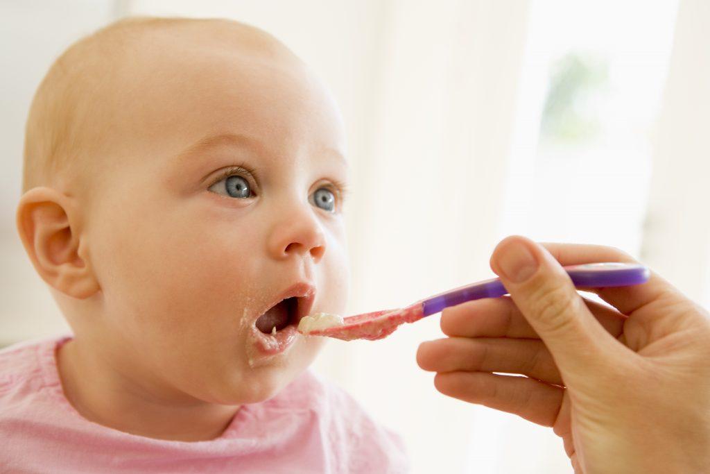 Como ajudar seu filho a comer melhor
